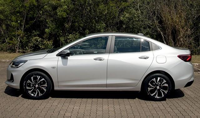 Chevrolet Onix Plus Premier - Onix Plus tem dimensões próximas às do Cobalt (Foto: Marcos Camargo)