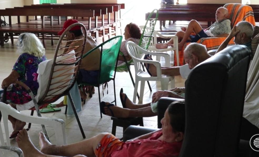 Reforma inacabada prejudica situação dos idosos do abrigo São José, em Parnaíba. (Foto: Reprodução/ TV Clube)
