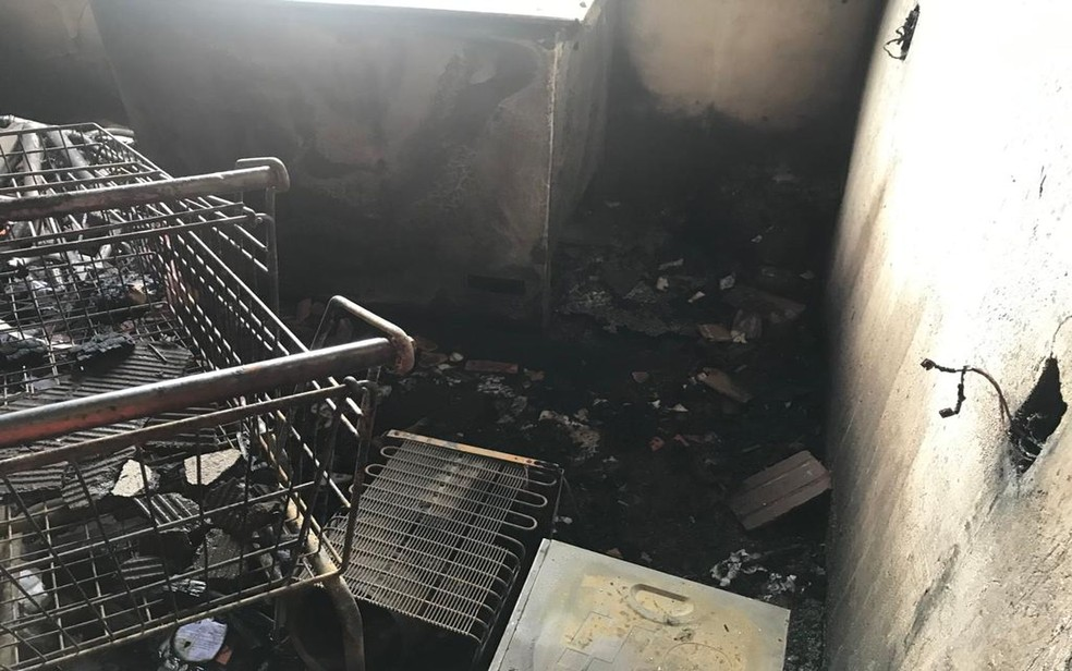 Depósito da mercearia após incêndio — Foto: CBM/ SE