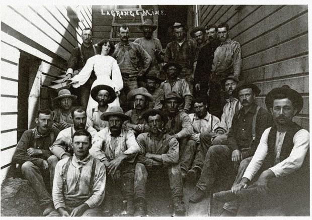 Trabalhadores usam jeans no fim de 1800 (Foto: Divulgação)