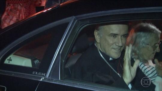 Bispo e padres acusados de desviar dízimo deixam a cadeia e são recebidos com festa em Formosa; vídeo