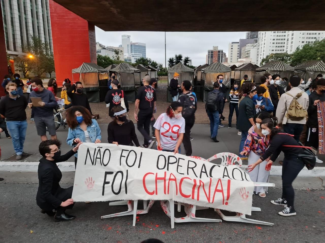 Manifestantes fazem ato na Paulista em homenagem aos mortos em Jacarezinho, contra a violência e o governo Bolsonaro