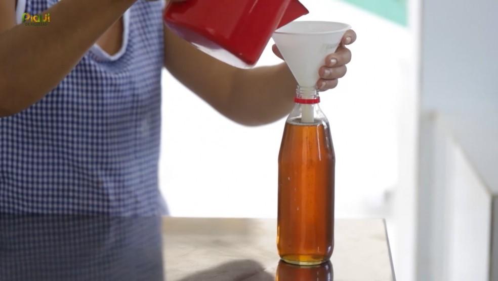 Após engarrafamento do produto, o azeite é distribuído para ser comercializado no estado. — Foto: TV Clube
