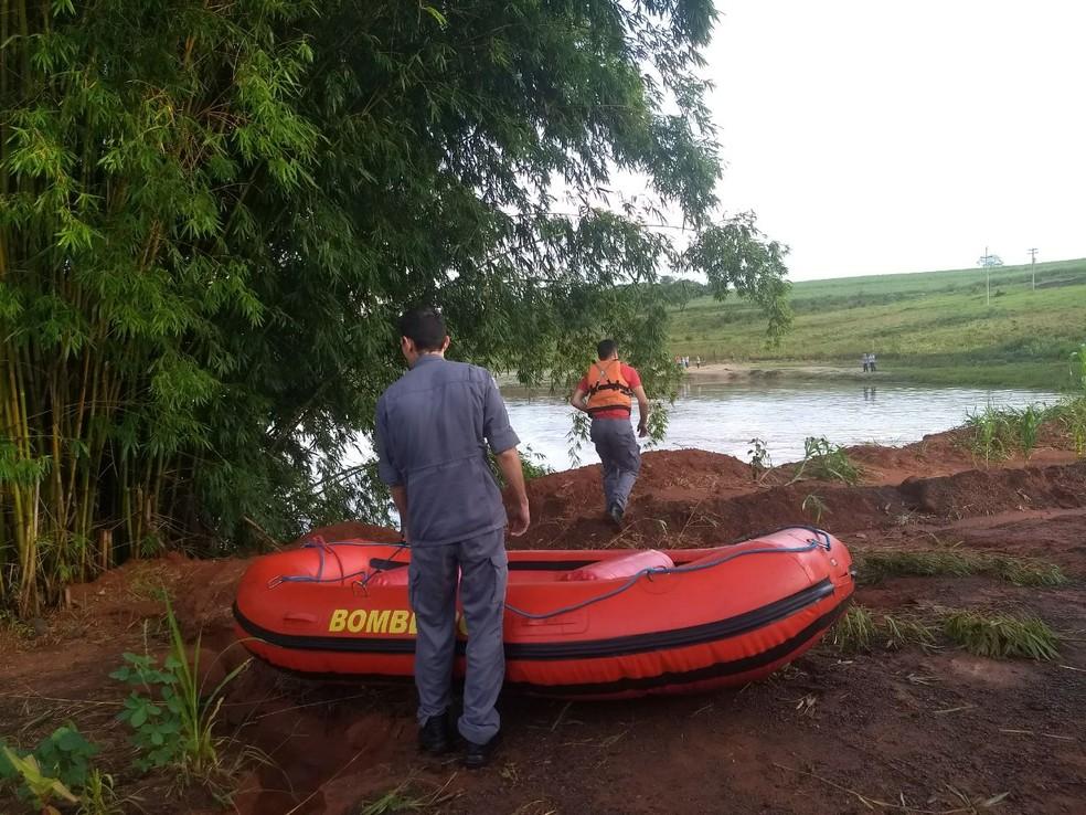 Corpos foram retirados de caminhonete no rio Iacri em Herculândia  (Foto: João Trentini/Arquivo Pessoal )