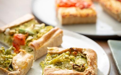 Receita de torta vegetariana integral de ricota e abobrinha