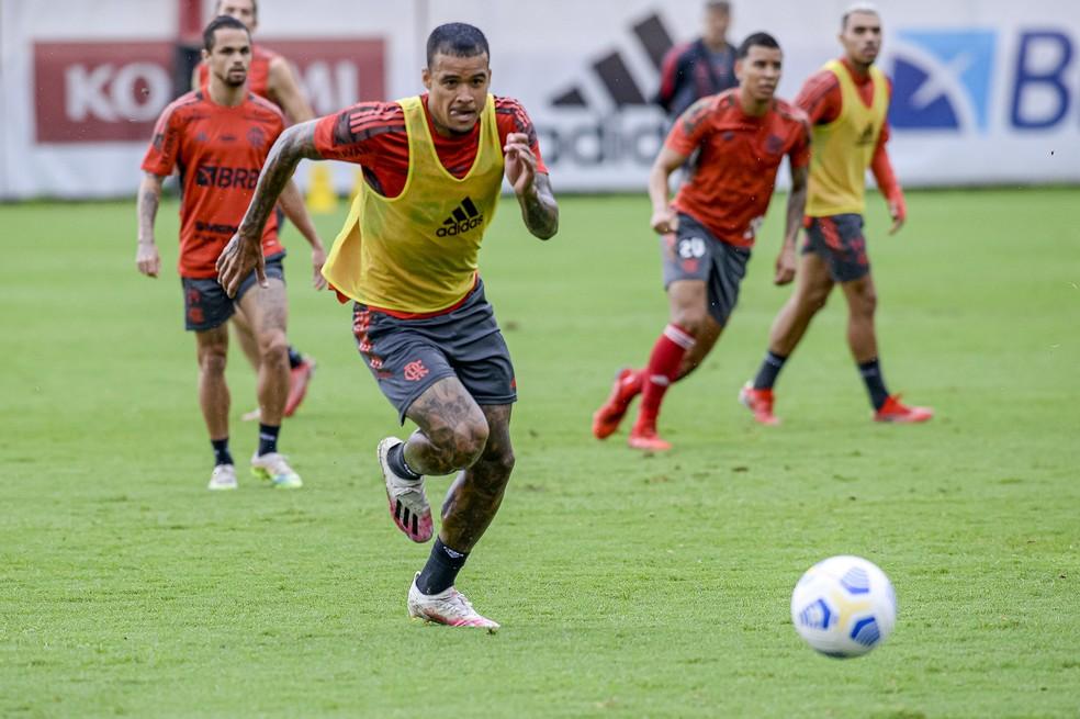 Kenedy no treino do Flamengo de segunda-feira — Foto: Marcelo Cortes/Flamengo