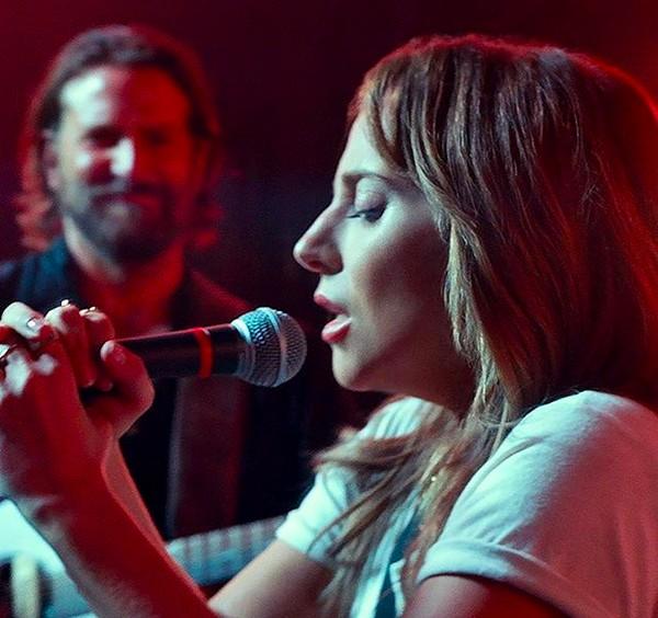 A cantora Lady Gaga com Bradley Cooper em cena de Nasce Uma Estrela (2018) (Foto: Instagram)