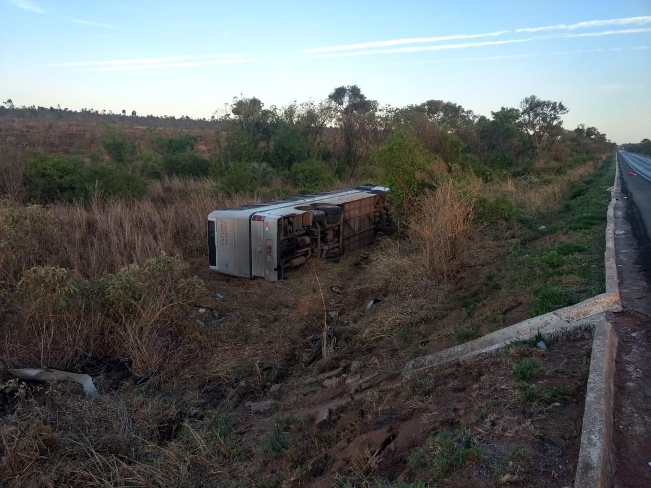 Quatro pessoas morrem e duas ficam feridas em acidente entre um ônibus e duas motos em Montes Claros - Notícias - Plantão Diário