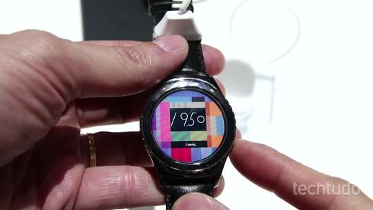 Testamos o Gear S2: relógio da Samsung ganha cara nova e encanta