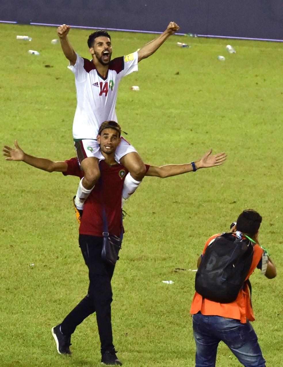 Boussoufa comemora a classificação de Marrocos para a Copa do Mundo (Foto: ISSOUF SANOGO / AFP)