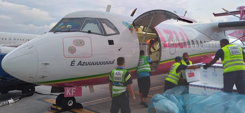 Após atraso em SP, voo com lote de vacinas contra a Covid-19 deve chegar à noite no RS