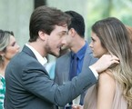 Igor Angelkorte e Juliana Paiva em cena de 'Além do horizonte' | Divulgação/TV Globo