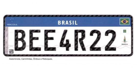 As placas de veículos brasileiros começarão a ser substituídas por um novo modelo que segue o padrão estabelecido pelo Mercosul (Foto: Agência Brasil)