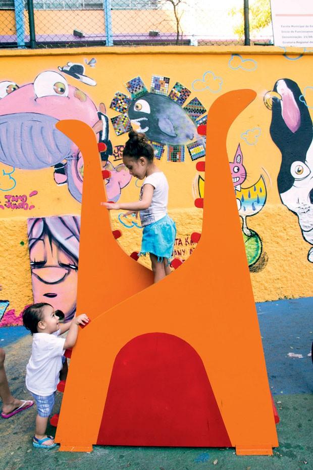 Brinquedos de madeira fazem parte do cotidiano nos espaços comuns do bairro do Glicério (SP). (Foto: Divulgação)