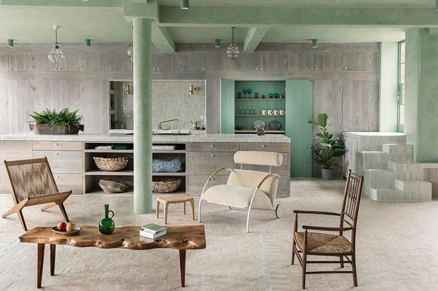 Décor do dia: sala integrada à cozinha em tons de verde-menta (Foto: TOBY LEWIS THOMAS E TARAN WILKHU)