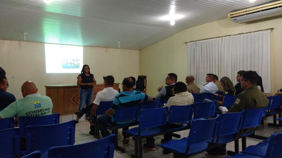 Reunião do Grupo de Trabalho do Transporte Aquaviário, no Centro de Controle de Zoonoses — Foto: Débora Rodrigues/Tv Tapajós