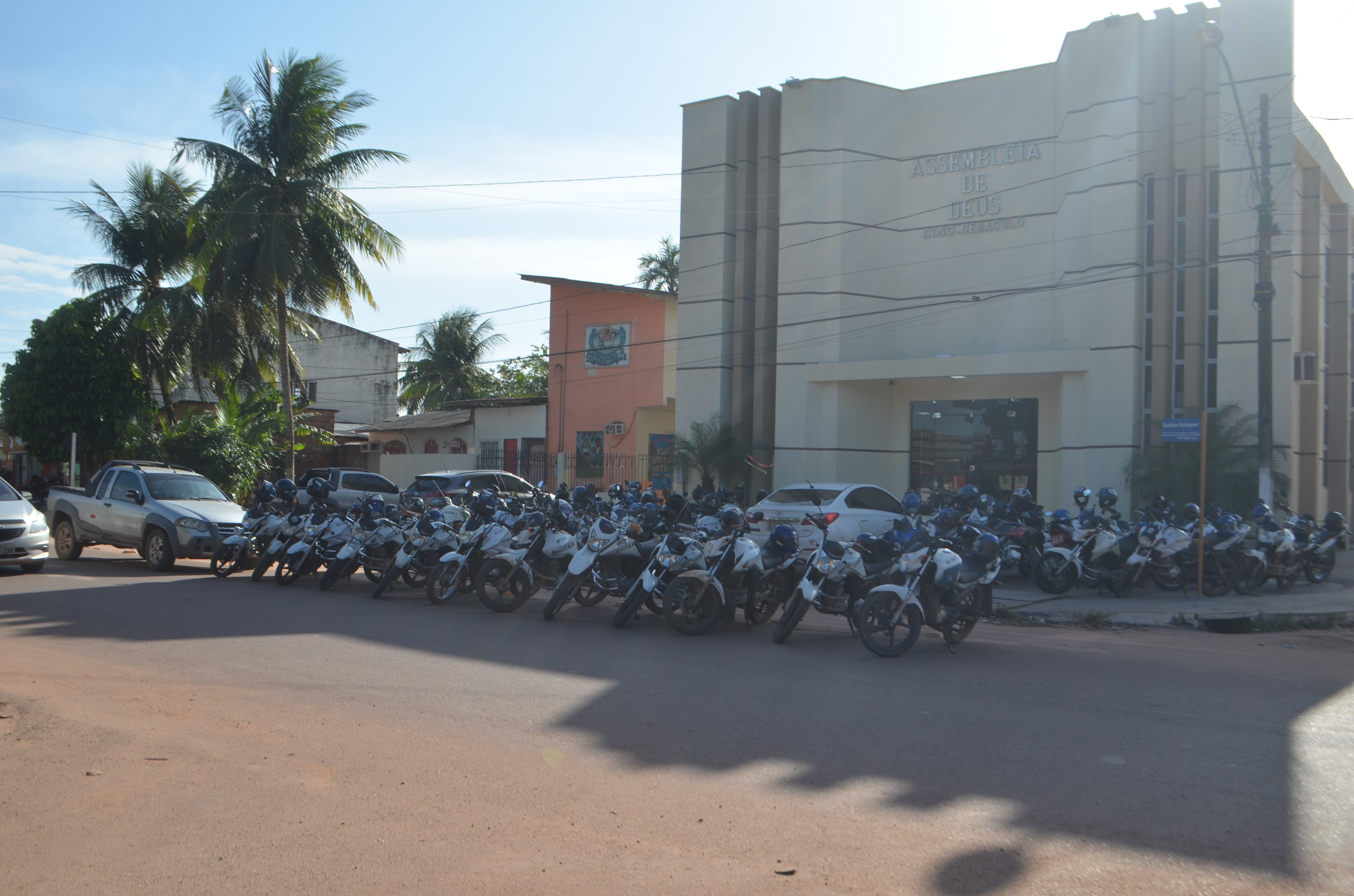 Alegando prejuízos, mototaxistas cobram mais fiscalização contra transporte irregular em Santana
