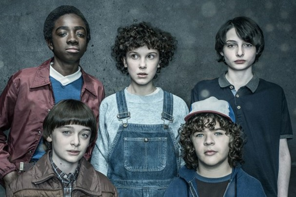 The Cast of Stranger Things, clockwise from bottom left, Noah Schnapp, Caleb McLaughlin, Millie Bobby Brown, Finn Wolfhard, Gaten Matarazzophotographed by Dan Winters for Entertainment Weekly on January 28th, 2017 in Los Angeles California.Styling: Jil (Foto: See Caption)