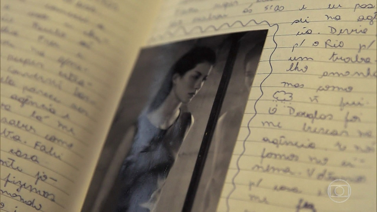 Gisele Bündchen mostra diário que mantinha na adolescência