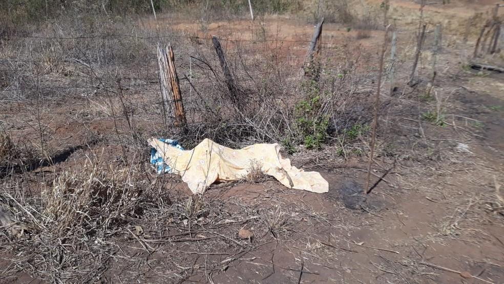Corpo foi encontrado por um vaqueiro que passava pelo local. — Foto: Foto: Danielle Soares/ Arquivo Pessoal