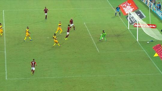 Central do Apito: Sandro Meira Ricci diz que 1º gol do Flamengo foi irregular