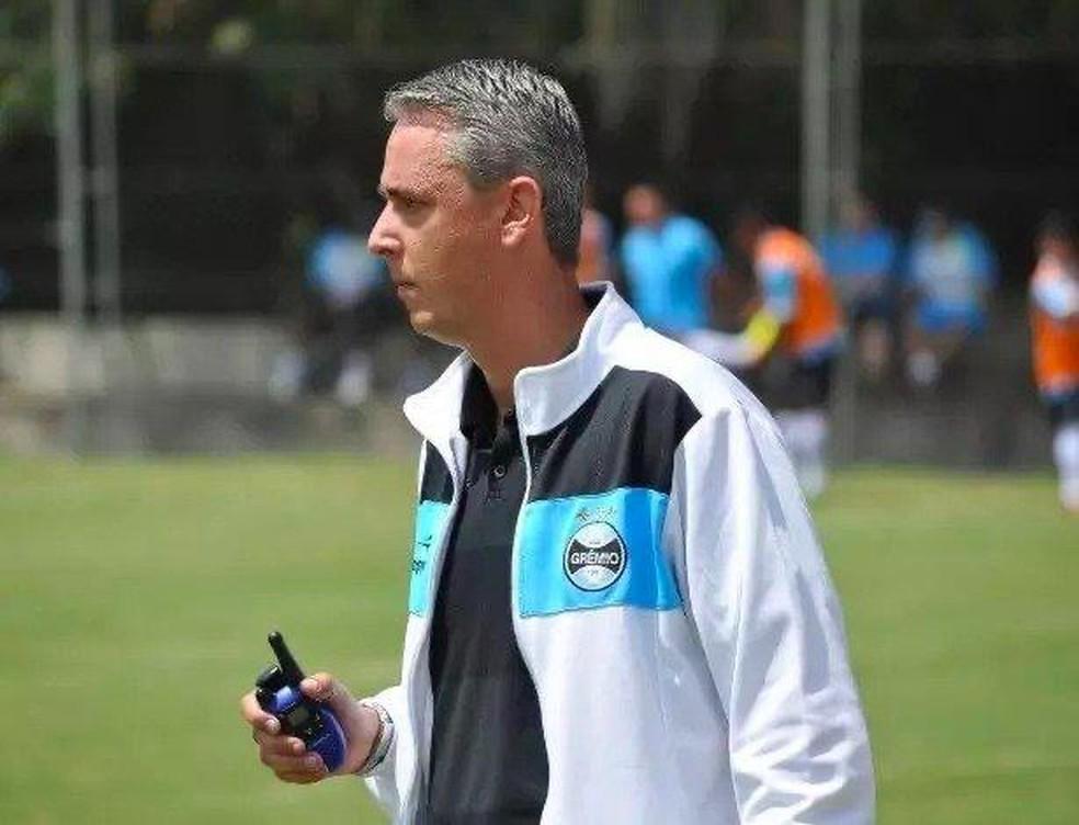 Tiago Nunes no comando do Grêmio na base  — Foto: Rodrigo Fatturi/Grêmio