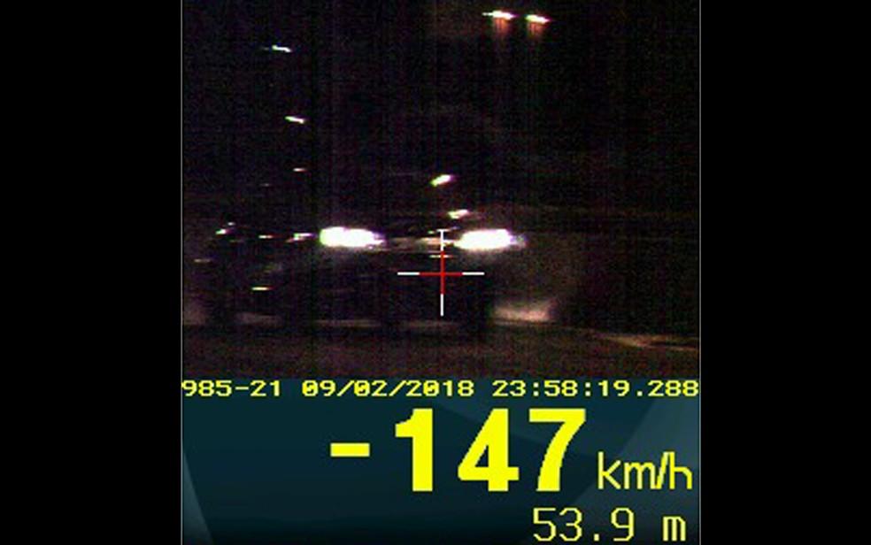 Radar da PRF flagrou veículo que trafegava a 147 quilômetros por hora em estrada com limite de 50 quilômetros por hora (Foto: PRF/Divulgação)