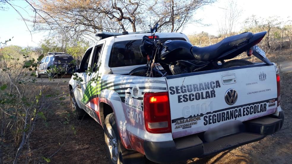 Após roubo de motocicleta em Parambu, veículo foi recuperado; mensagem do criminoso dizia onde veículo estava  — Foto: Reprodução