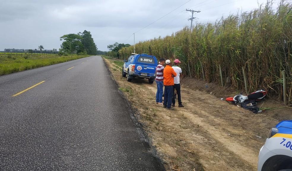 Acidente de moto deixa uma pessoa morta e outra gravemente ferida na BA-489 — Foto: Polícia Rodoviária Estadual