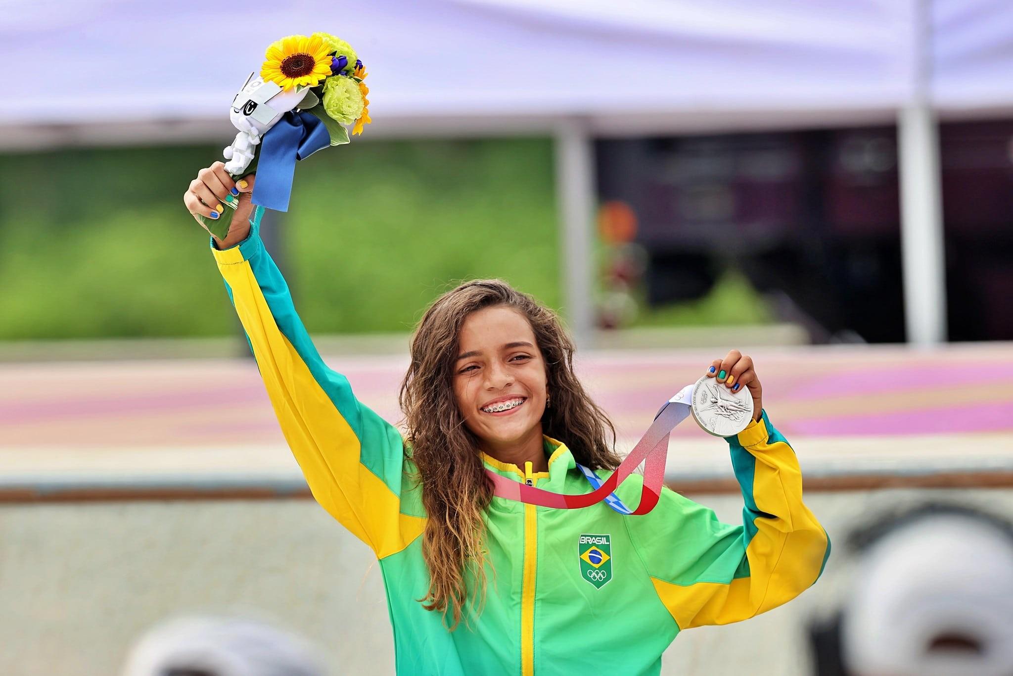 Aos 13 anos, Rayssa Leal, a Fadinha do skate, faturou a medalha de prata na estreia da modalidade nas Olimpíadas (Foto: Breno Barros/rededoesporte.gov.br)