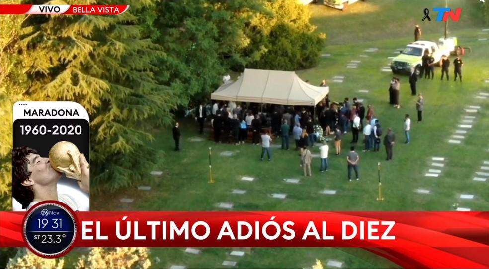 Corpo de Maradona é enterrado em cemitério — Foto: Reprodução / TN.com.ar