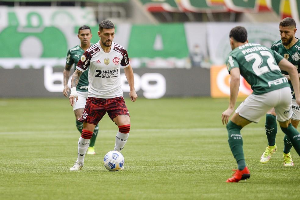 Novo desfalque: Flamengo informa lesão na coxa esquerda de Arrascaeta