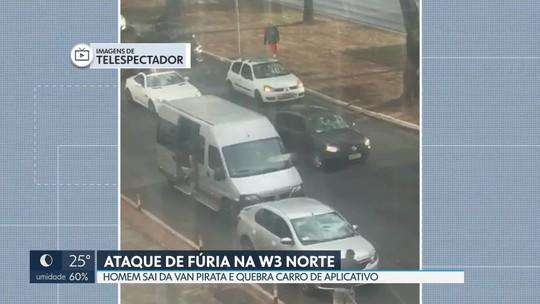 Ataque de fúria: após perseguição, homem desce de van e destrói carro com barra de ferro no DF