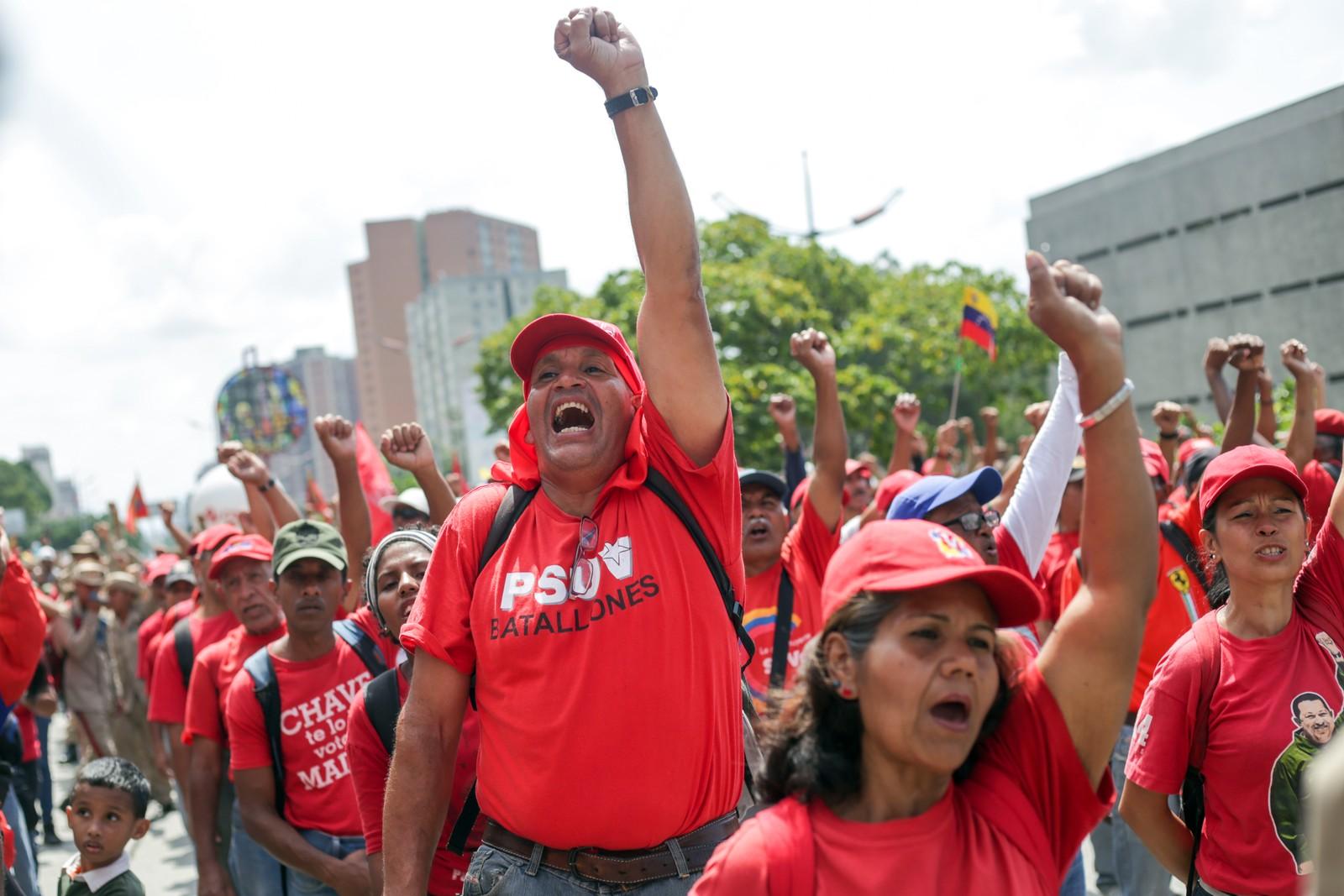 Protesto a favor de Maduro em Caracas, na Venezuela — Foto: Cristian Hernandez / AFP