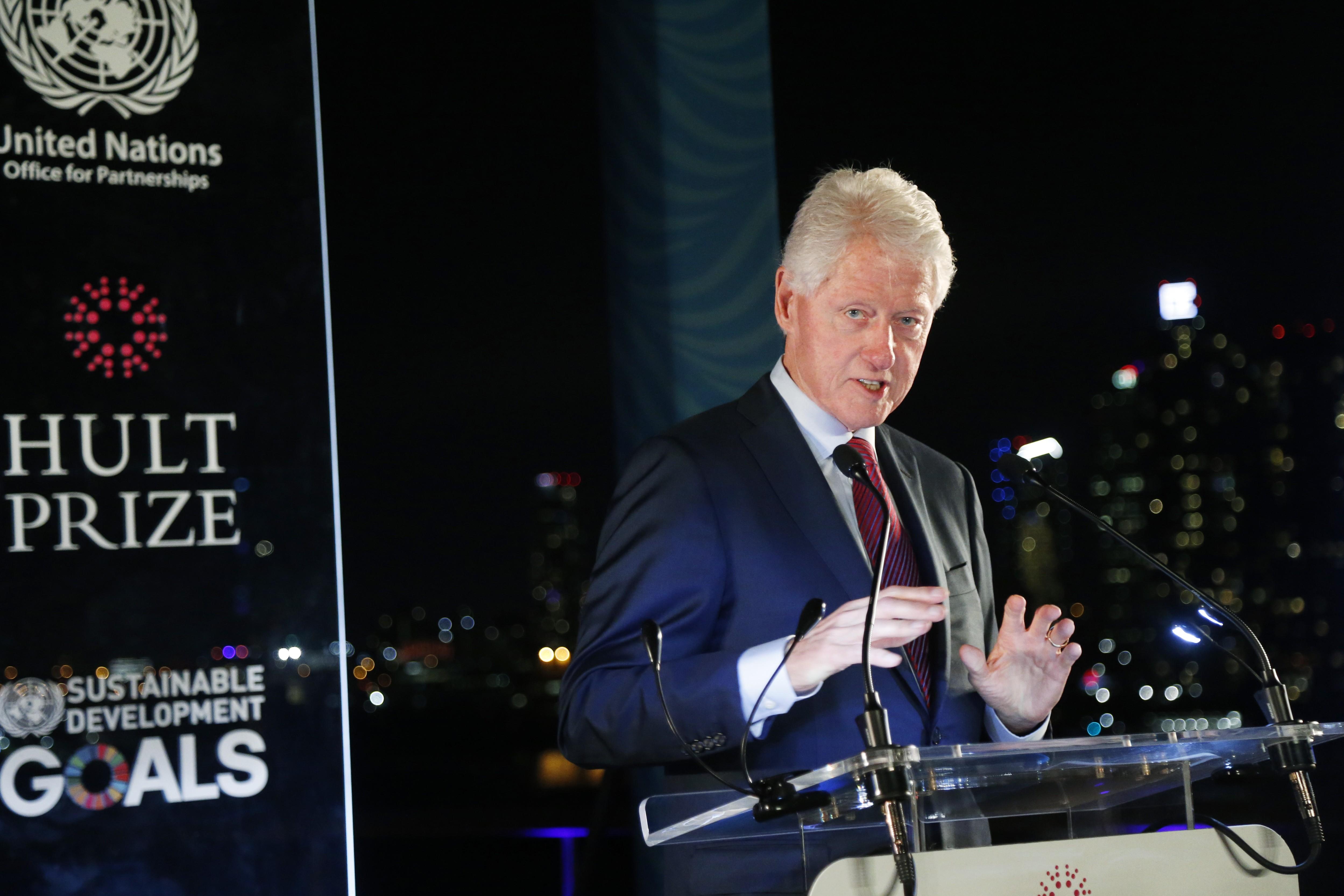 Bill Clinton pede a brasileiros que não votem movidos pela raiva