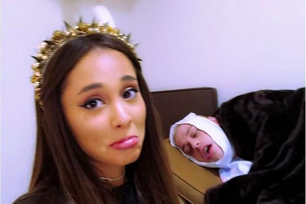 A cantora Ariana Grande cuidado do noivo, o comediante Pete Davidson, enquanto ele se recupera de uma cirurgia na boca (Foto: Instagram)