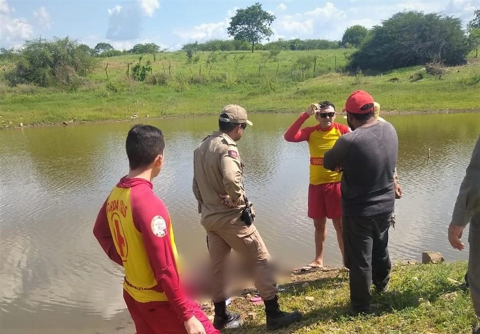 Irmãos morrem afogados enquanto tomavam banho em açude, no Sertão da Paraíba — Foto: Corpo de Bombeiros/Divulgação