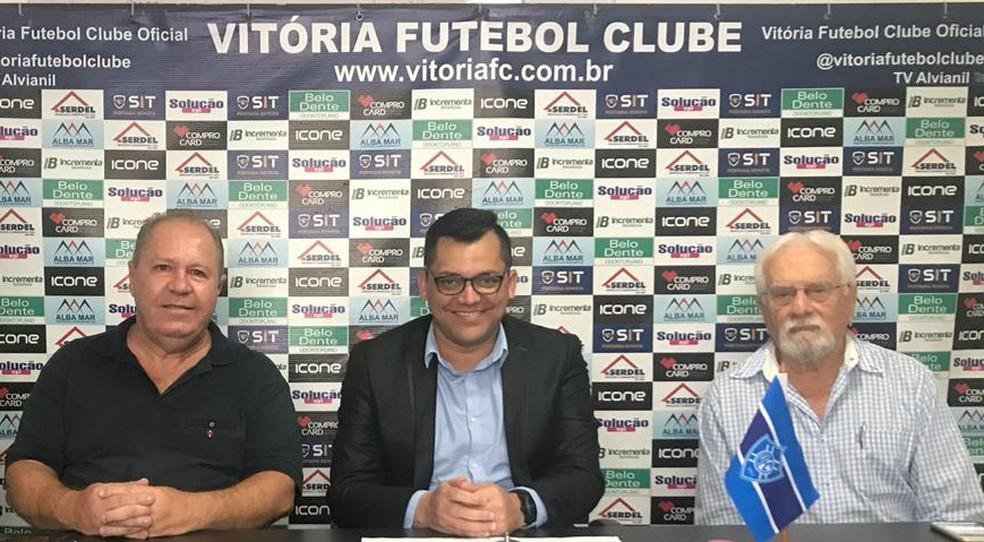 5137fb22fb89b ... Coletiva de apresentação de Cláudio Roberto Silveira como novo treinador  do Vitória-ES — Foto