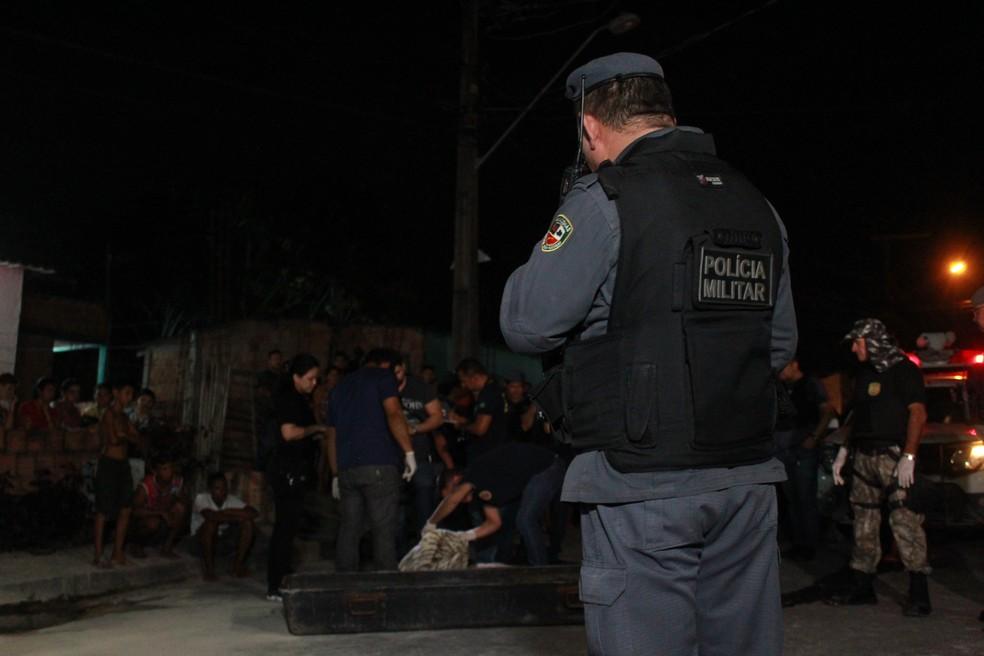 Crime ocorreu em conjunto na Zona Norte de Manaus — Foto: Rickardo Marques/G1 AM