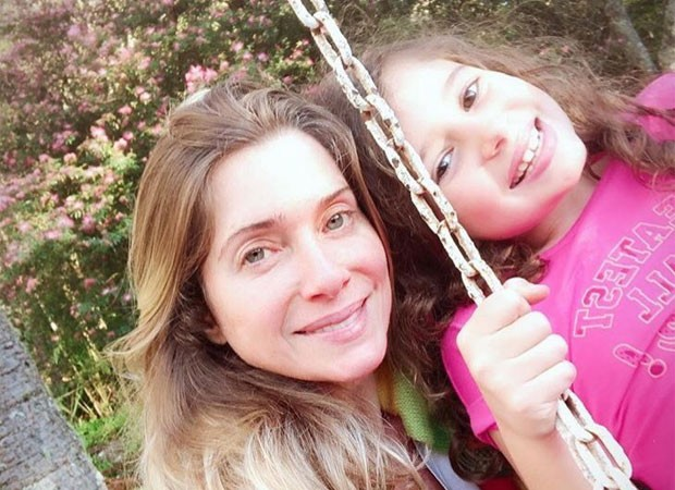 Letícia Spiller e a filha, Stella (Foto: Reprodução/Twitter)