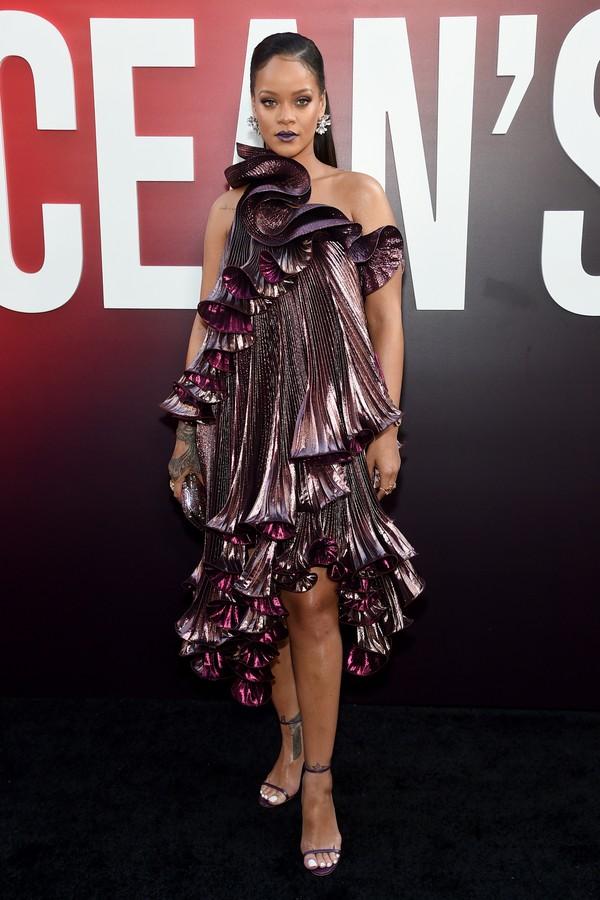 Rihanna de Givenchy na pré-estreia de Oito Mulheres e Um Segredo em Nova York (Foto: Getty Images)