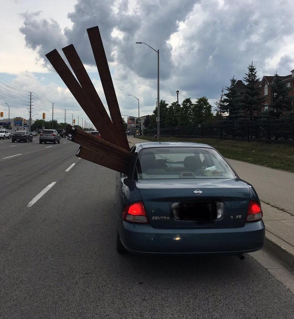 Canadense é multado por transportar madeira de forma incomum (Foto: Peel Regional Police/Twitter)