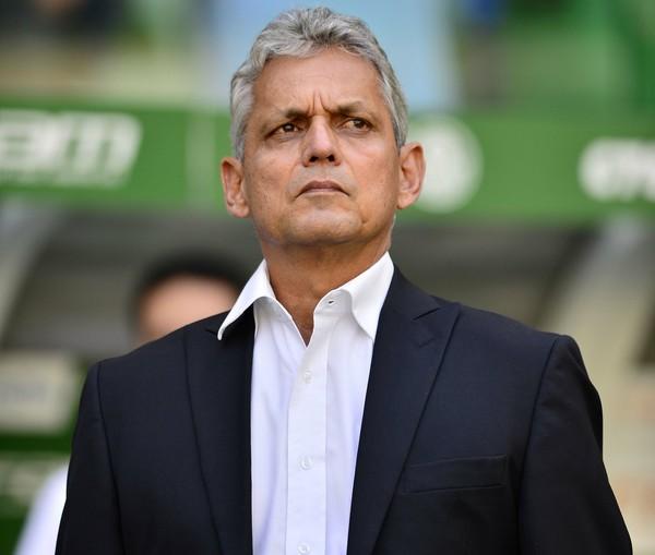 Defesa do Flamengo erra muito  e torcida perde paciência com Rafael Vaz