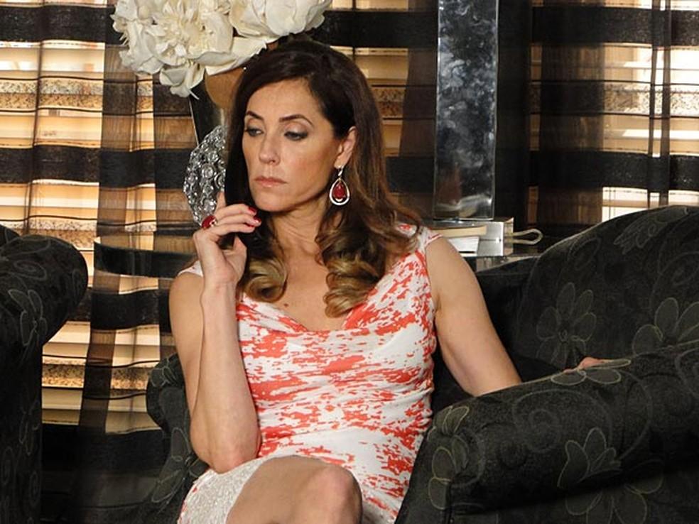 Tereza Cristina exige a cabeça de Antenor como prova da morte do jovem em 'Fina Estampa' — Foto: Globo