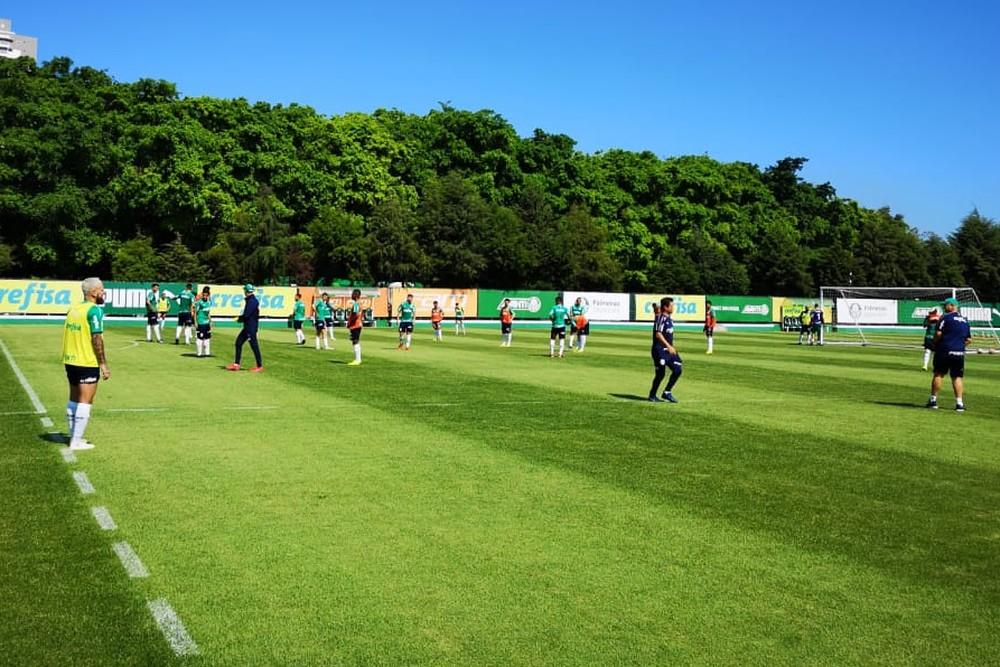 Felipão dá indícios de primeiro time titular, em treino com bola