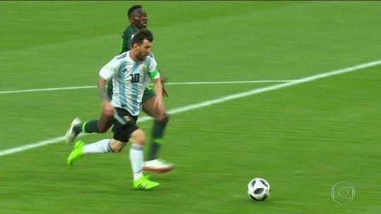 Messi supera apagão da estreia e brilha na vitória sobre a Nigéria