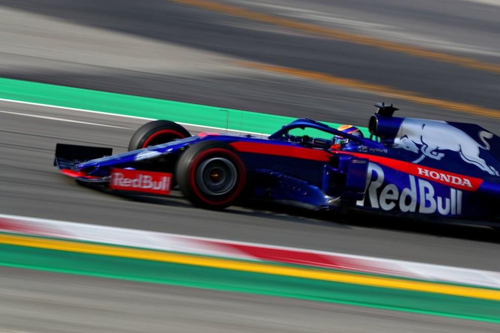 Alexander Albon com o carro da STR nos testes da F1 em Barcelona  — Foto: Reprodução/Twitter
