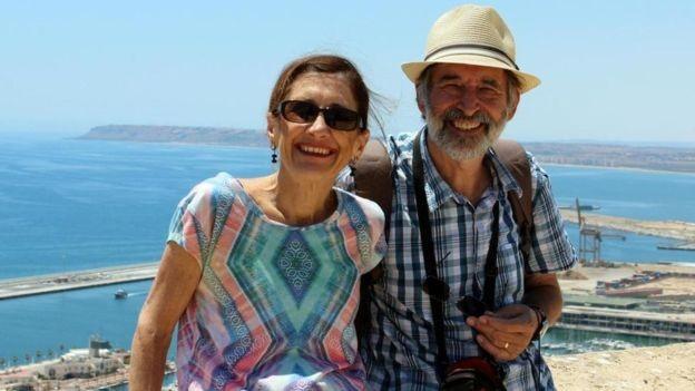 O casal Prue e Steve Wright largou a vida na Austrália para passar um tempo em Londres; de lá, os dois conseguem trabalhar e fazer viagens regulares nos fins de semana (Foto: ARQUIVO PESSOAL/BBC)