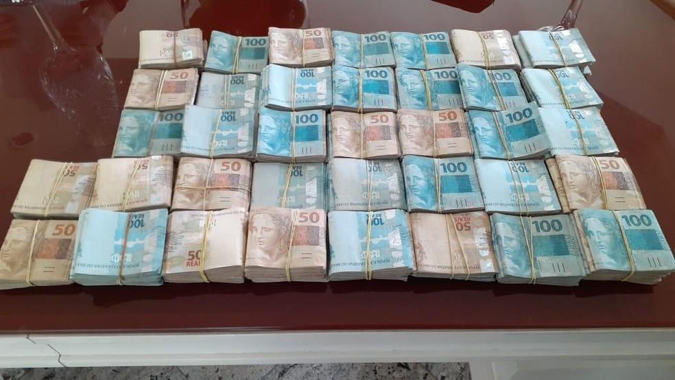 Dinheiro apreendido na operação  — Foto: Nucom/PF-AC