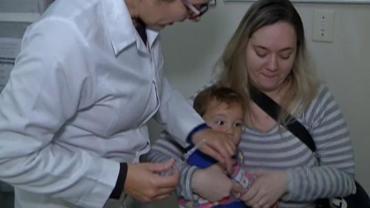 Ferraz e Poá fazem ação para orientar sobre sarampo e vacinar a população